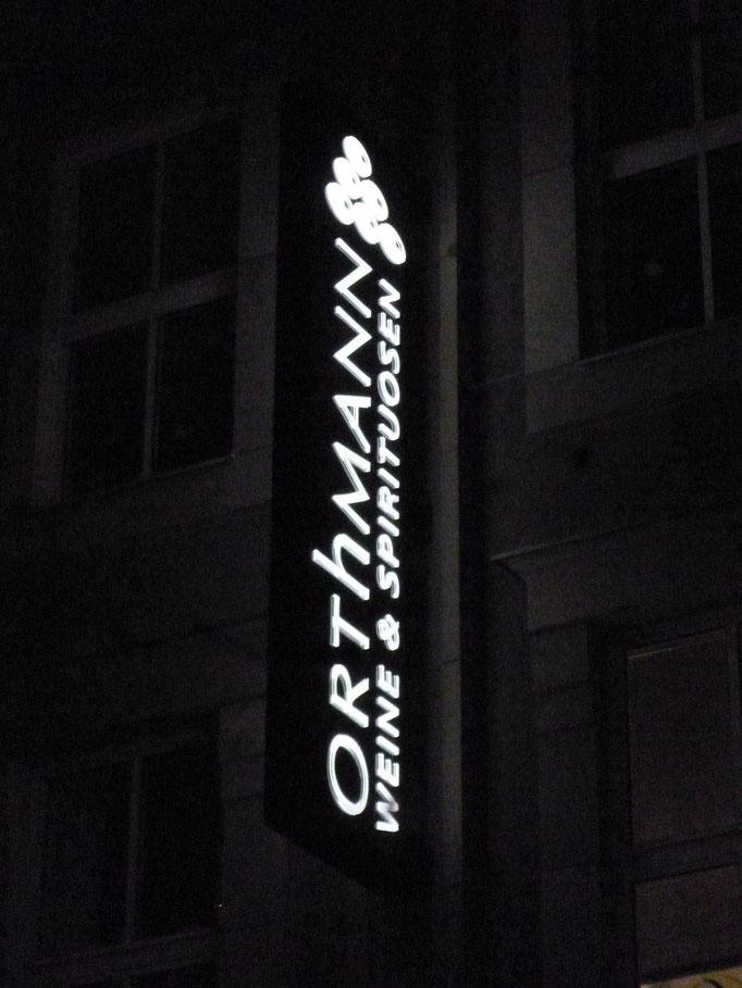 Orthmann Weine, Wuppertal | Leuchtfahne, dekupiert / durchgesteckt
