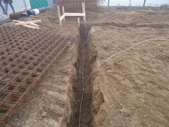 Fundamenterder verlegt durch einen Elektrofachbetrieb im Fundamentgraben