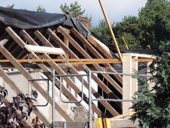 Dachsanierung einer Kindertagespflegestätte nach der Demontage der Dachpfannen