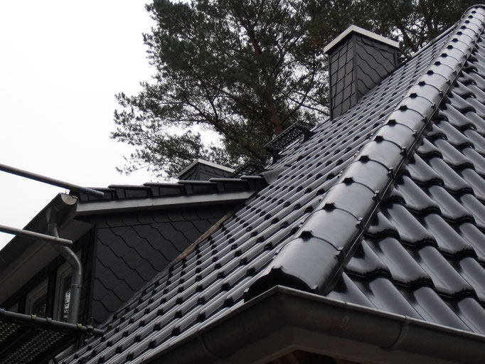ernergetische Sanierung mit Tondachsteinen incl. Gauben- und Schornsteinsanierung