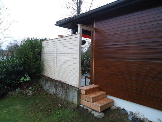Sichtschutzwand mit Gartentreppe