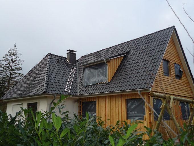Sanierung eines Altbaudaches mit Anbau incl. Gaube mit Tondachsteinen