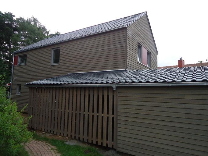 Tondachsteine auf der Garage und dem Hauptdach
