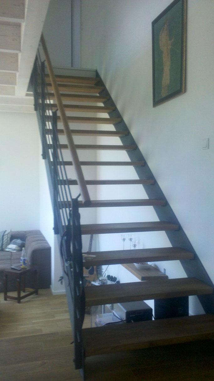 Treppe in Eichenholz / Stahl Kombi mit Eichenholz Handlauf