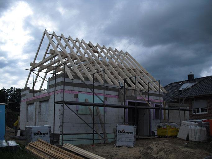 Aufstellen eines klassischen Dachstuhls