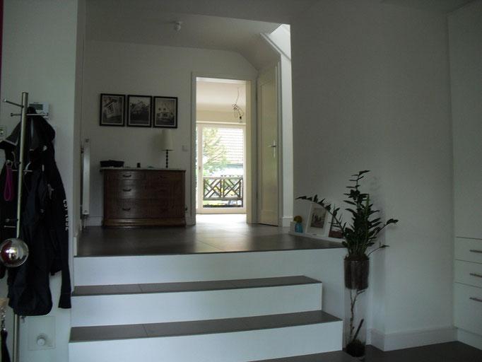Übergang vom Anbau zum Altbaubestand mit Treppenaufgang