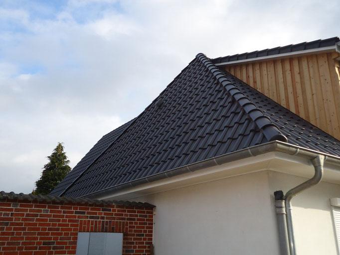 Dachsanierung mit Tondachsteinen incl. der Erstellung einer neuen Gaube
