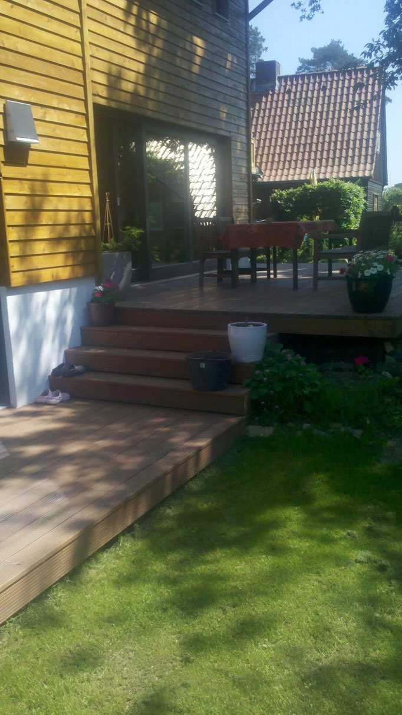 Treppenanlage bei einem Holzdeck