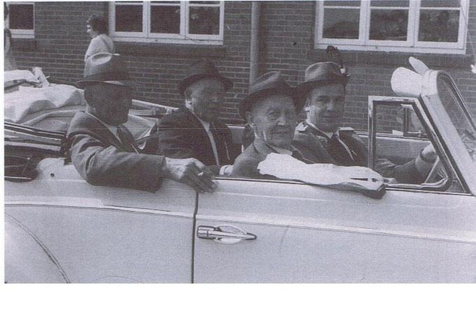 Veteranen: v.l.: Willi Nienaber, Heinrich Dumstorff, Franz Ernst, Franz Hawighorst