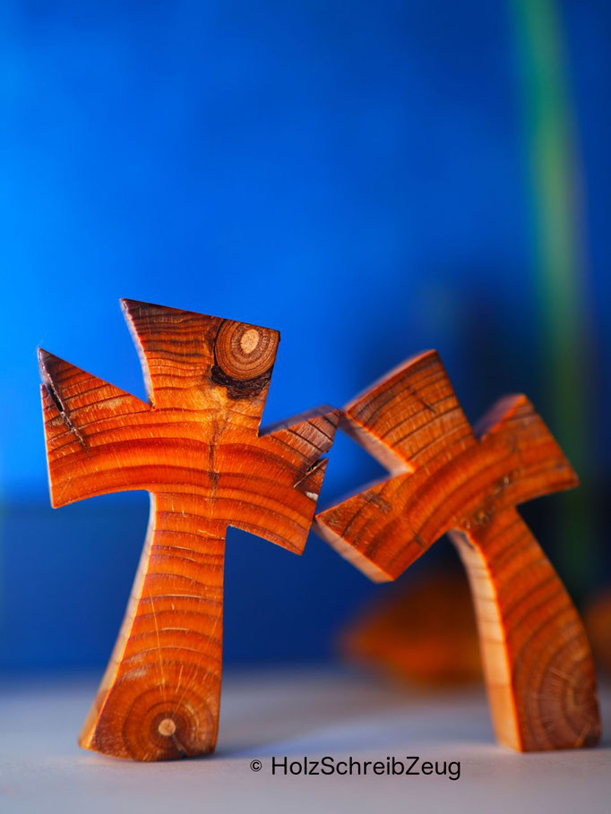 Kreuze aus einem aus dem 15.Jhd. stammenden Kirchenpfosten