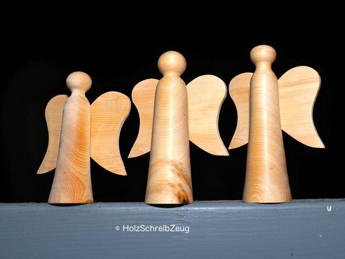 Engelfiguren aus Zirbenholz