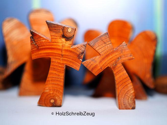 Engel und Kreuze aus einem aus dem 15.Jhd. stammenden Kirchenpfosten