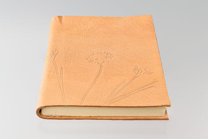 Notizbuch Rindleder mit Blinddruck 10 x 16 cm, 35 Euro