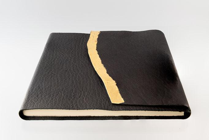 Schreibbuch Rindleder Naturklappe vergoldet mit Blattgold, 21 x 21 cm, 95.-