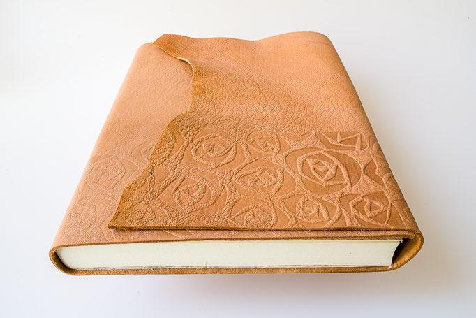 Schreibbuch Rindleder mit Blindprägung u. Naturklappe A 5, 21 x 21 cm, 85.-
