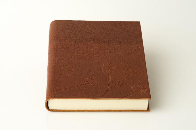 Schreibbuch Ziegenleder A 5, Blumen blindgedruckt, 75.-