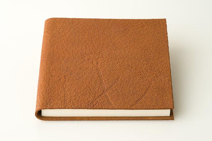 Schreibbuch Schweinsleder mit Blinddruck 15 x 15 cm 45 Euro