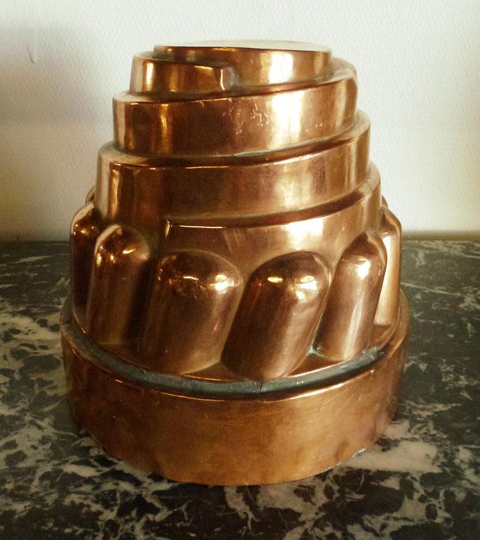 moule à gateaux en cuivre