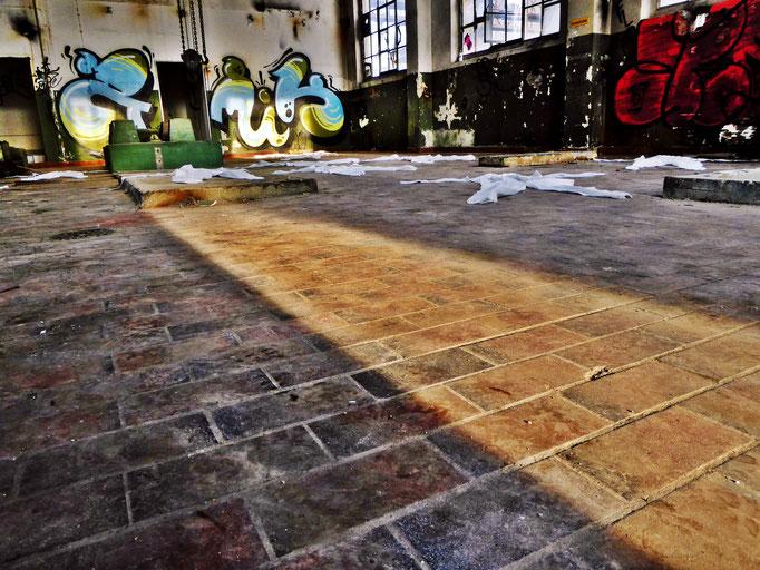 Pedro Meier – »Body Counting Nr. 07« – »Vor Jahren arbeiteten hier Menschen« – Performance – ArtCampus 2016 Attisholz Solothurn – Art Zürich Basel – Photo © Pedro Meier – Swiss-German Multimedia Artist – Gerhard Meier-Weg Niederbipp Bern Olten Bangkok