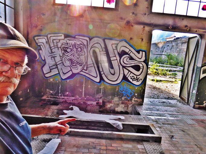 Pedro Meier – »Body Counting Nr. 19« – »Vor Jahren arbeiteten hier Menschen« – Performance – ArtCampus 2016 Attisholz Solothurn – Art Zürich Basel – Photo © Pedro Meier – Swiss-German Multimedia Artist – Gerhard Meier-Weg Niederbipp Bern Olten Bangkok