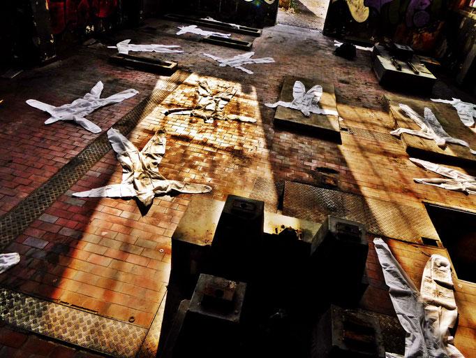 Pedro Meier – »Body Counting Nr. 22« – »Vor Jahren arbeiteten hier Menschen« – Performance – ArtCampus 2016 Attisholz Solothurn – Art Zürich Basel – Photo © Pedro Meier – Swiss-German Multimedia Artist – Gerhard Meier-Weg Niederbipp Bern Olten Bangkok