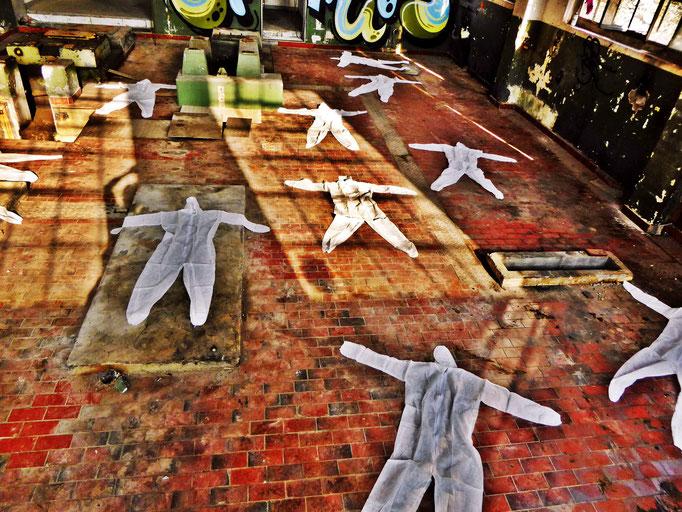 Pedro Meier – »Body Counting Nr. 23« – »Vor Jahren arbeiteten hier Menschen« – Performance – ArtCampus 2016 Attisholz Solothurn – Art Zürich Basel – Photo © Pedro Meier – Swiss-German Multimedia Artist – Gerhard Meier-Weg Niederbipp Bern Olten Bangkok