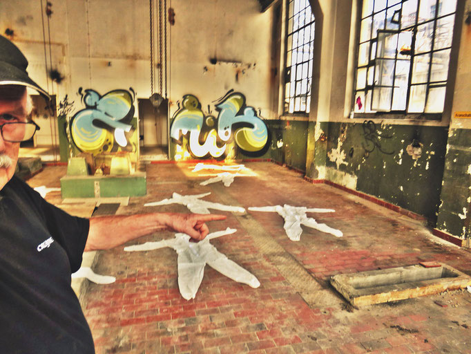 Pedro Meier – »Body Counting Nr. 02« – »Vor Jahren arbeiteten hier Menschen« – Performance – ArtCampus 2016 Attisholz Solothurn – Art Zürich Basel – Photo © Pedro Meier – Swiss-German Multimedia Artist – Gerhard Meier-Weg Niederbipp Bern Olten Bangkok
