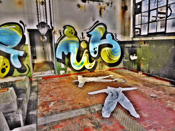 Pedro Meier – »Body Counting Nr. 11« – »Vor Jahren arbeiteten hier Menschen« – Performance – ArtCampus 2016 Attisholz Solothurn – Art Zürich Basel – Photo © Pedro Meier – Swiss-German Multimedia Artist – Gerhard Meier-Weg Niederbipp Bern Olten Bangkok