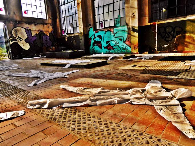 Pedro Meier – »Body Counting Nr. 14« – »Vor Jahren arbeiteten hier Menschen« – Performance – ArtCampus 2016 Attisholz Solothurn – Art Zürich Basel – Photo © Pedro Meier – Swiss-German Multimedia Artist – Gerhard Meier-Weg Niederbipp Bern Olten Bangkok