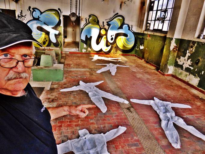 Pedro Meier – »Body Counting Nr. 10« – »Vor Jahren arbeiteten hier Menschen« – Performance – ArtCampus 2016 Attisholz Solothurn – Art Zürich Basel – Photo © Pedro Meier – Swiss-German Multimedia Artist – Gerhard Meier-Weg Niederbipp Bern Olten Bangkok