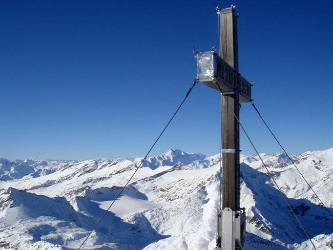 Am Schareck (3.123 m), im Hintergrund der Großglockner