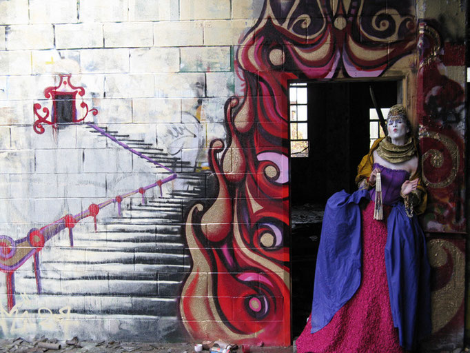 """""""Decaying Empire I"""" Costume Design & Character by Fiya Bruxa & Mural by Shalak Attack"""