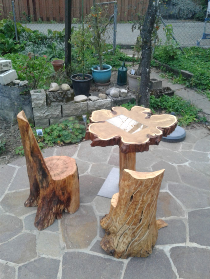 Sitzgruppe aus Apfelholz