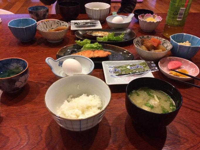 美春荘の朝ごはん~ お腹一杯になります!