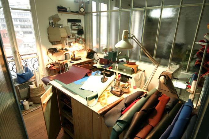 Atelier de création maroquinerie, sac en cuir, Label fabriqué à Paris intramuros