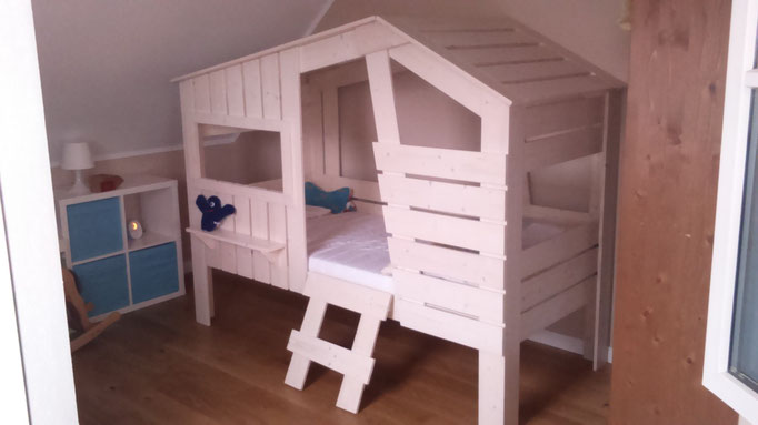 Kinderhausbett