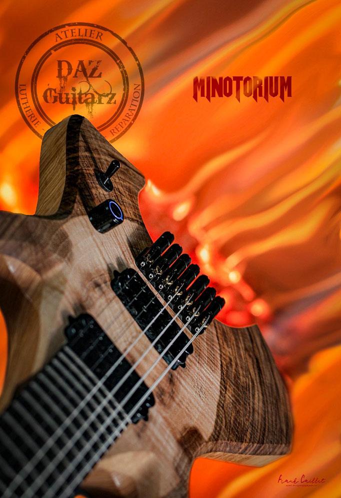 Guitare Minotorium enflamée