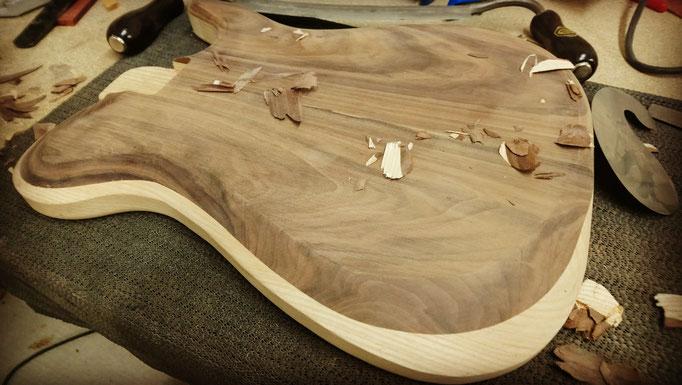 Guitare en cours de fabrication