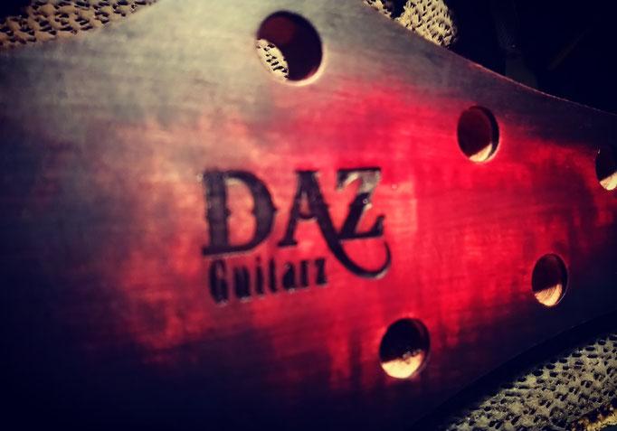 Marquage guitare au fer Daz guitarz
