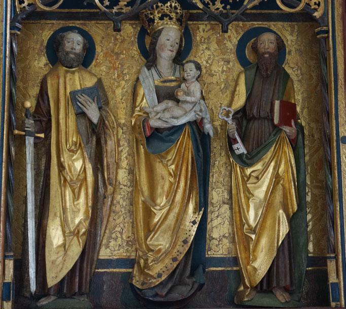 2. Festtagsseite des Flügelaltars mit Mondsichel-Madonna als zentrale Figur, Paulus mit Schwert und Petrus mit Schlüssel, 2019 (Foto: Gerhard Jahreis)
