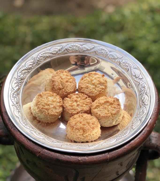 Amarguillos. Un bocado delicioso de almendras, limón y azúcar. No contiene gluten. 5´50€, caja de 250gr