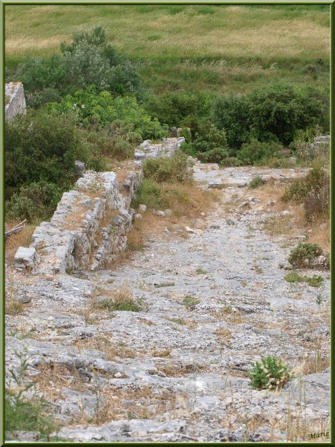 Aqueduc à Fontvielle dans les Alpilles (Bouches du Rhône), à son extrémité