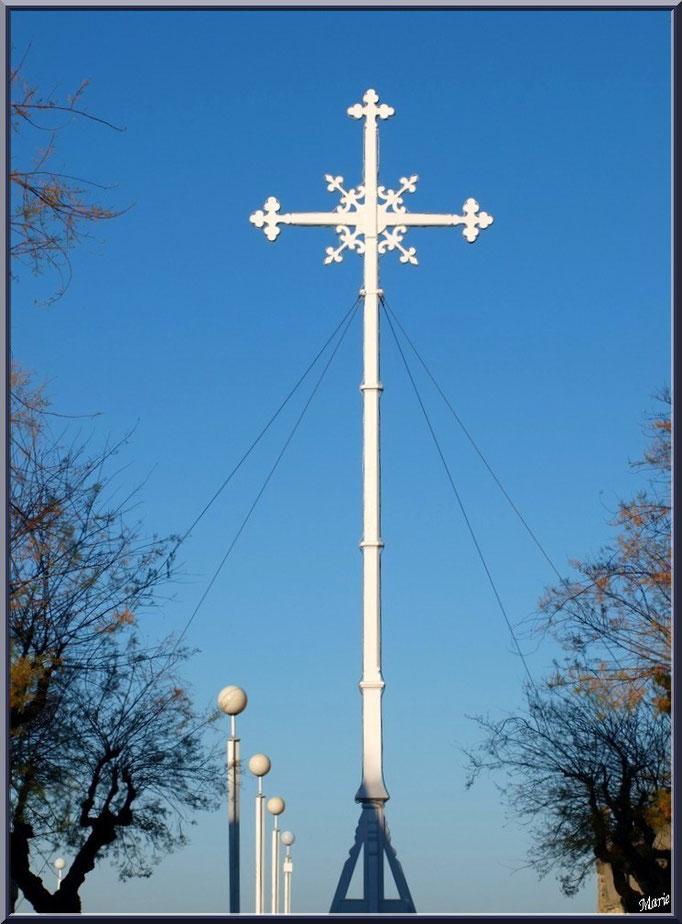 """La Croix des Marins à Arcachon, """"Ville de Printemps"""""""