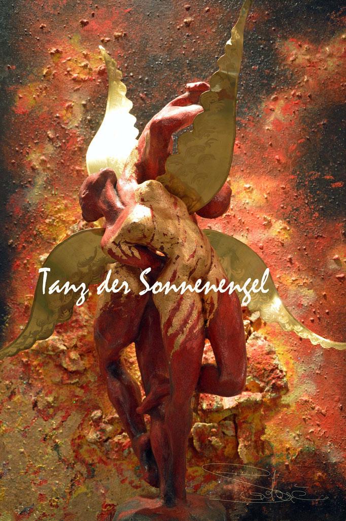 """""""Tanz der Sonnenengel"""" - Steinzeug, Lüstertechn. Messing - 70 cm Gesamthöhe"""