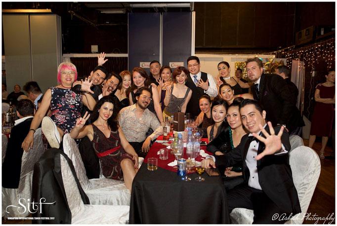 Tisch der internationalen Gäste