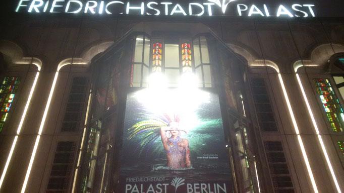 Gaultier: THE ONE Grand Show - unser Freitags-Abendveranstaltung. Hinterher wußte ich: sehr geile Wahl!