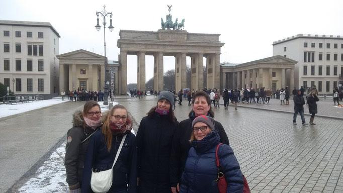 Unser Abschlußspaziergang vom Alexanderplatz über Brandenburger Tor, Spreebogen zurück zum Hotel.