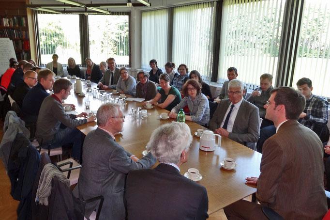 Einen interessanten Einblick in die Arbeit der Deutschen Botschaft erhielten die Leeraner Besucher.