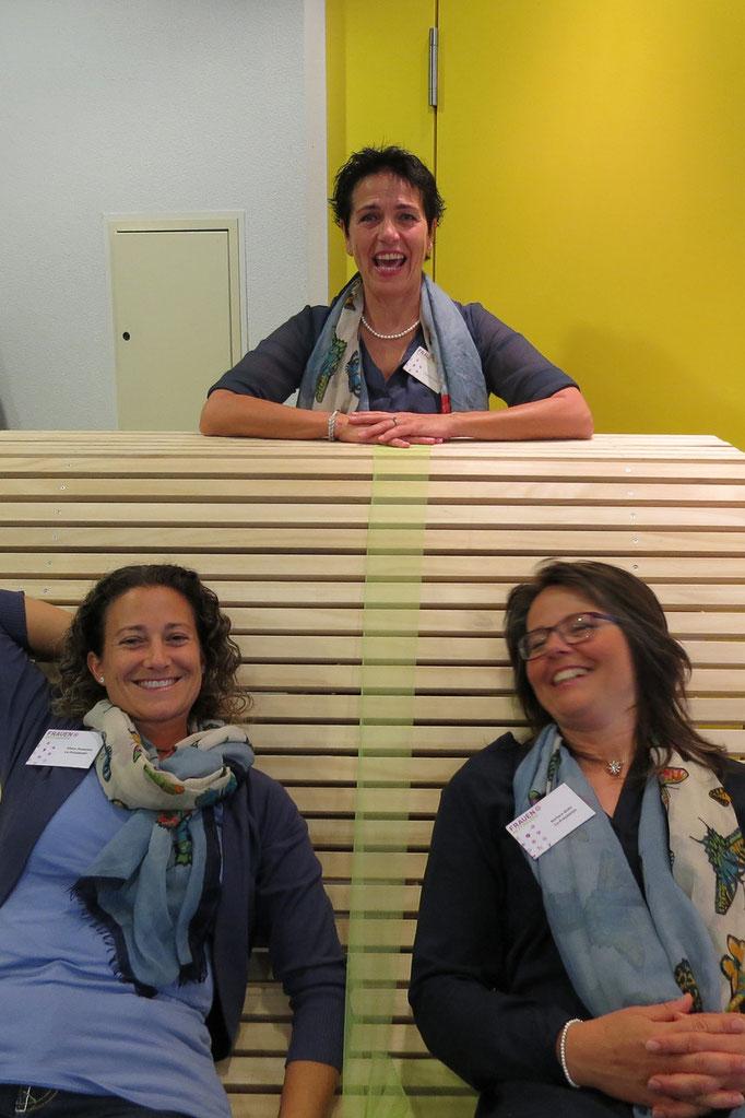 Vivien Ansermet & Barabara Welti gemeinsam mit der Nachfolgerin Susanne Felber, Präsidentin per 19.5.2015.