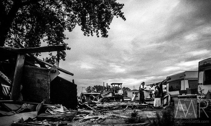 Alcuni nomadi commentano le demolizioni in corso - Torino